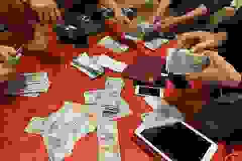 Cách chức, khiển trách 4 cán bộ xã tham gia đánh bạc