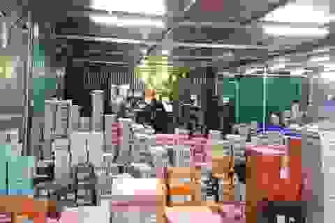 Gần 160.000 sản phẩm nhập lậu trong kho hàng khủng ở Lào Cai