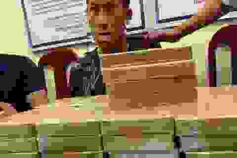 Triệt phá đường dây buôn ma túy, bắt 3 người cùng 54 bánh heroin