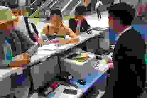 Hành khách bức xúc vì ra sân bay mới biết bị hủy chuyến bay