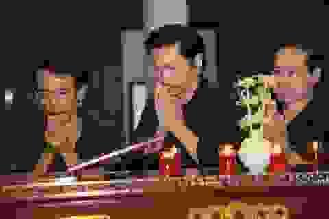 Đồng nghiệp nghẹn ngào tiễn đưa NSƯT Hoàng Yến