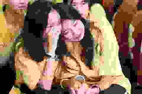 Giọt nước mắt học sinh THPT Việt Đức rơi trong lễ trưởng thành