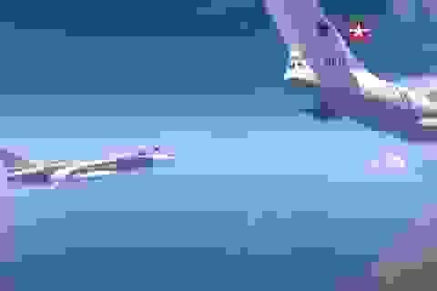 Video máy bay chiến đấu Nga tiếp liệu ngoạn mục trên không