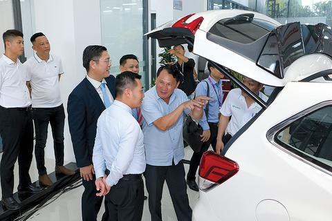 Xe nội giảm phí trước bạ, xe nhập vẫn đắt hàng