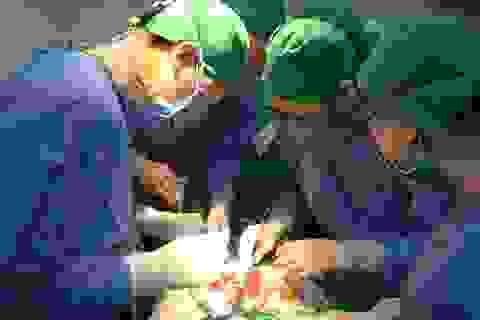 Đi ngoài ra máu, người phụ nữ phát hiện hơn 100 polyp trong đại tràng