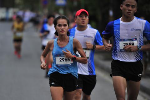 Nguyễn Thị Oanh và Hồng Lệ tỏa sáng ở Giải Tay Ho Half Marathon 2020