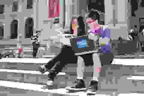 """Sinh viên Singapore """"ngồi trên đống lửa"""" vì nguy cơ bị trục xuất khỏi Mỹ"""