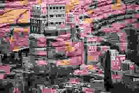 """Chiêm ngưỡng công trình lâu đài """"mọc"""" lên từ trụ đá"""