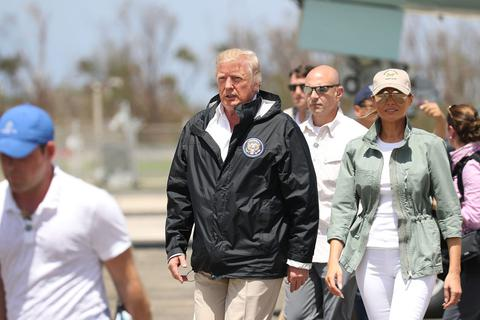 Báo Mỹ: Tổng thống Trump từng tính bán Puerto Rico