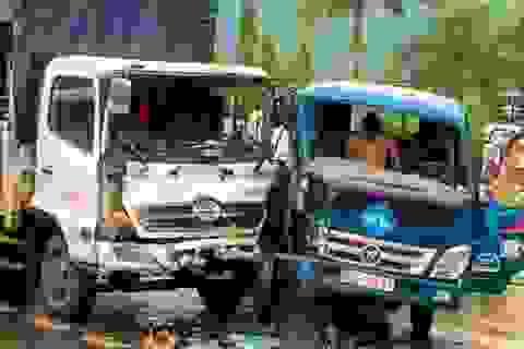 Ba ô tô tông nhau, 4 người nhập viện cấp cứu