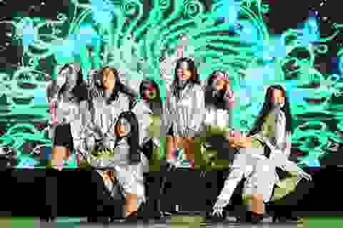 Sinh viên Báo chí hóa Black Pink, Chi Pu trên sân khấu chia tay đầy cảm xúc