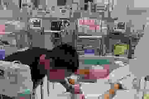 Gia đình tố bệnh viện tắc trách, bé trai 7 tuổi hôn mê sau tiểu phẫu