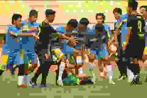 Cầu thủ Indonesia… đạp đầu trọng tài trong trận đấu thuộc giải nghiệp dư