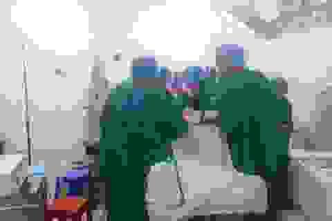 Cứu sống bệnh nhân bị dao đâm thấu cổ ngực, thủng phổi
