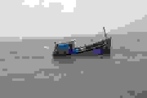 Tàu hàng đâm chìm tàu cá, bỏ mặc 6 ngư dân chới với dưới biển