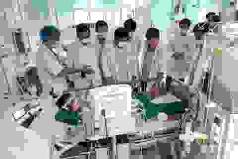 Bác sĩ Chợ Rẫy lên Kon Tum cứu nạn nhân vụ xe khách rơi xuống vực
