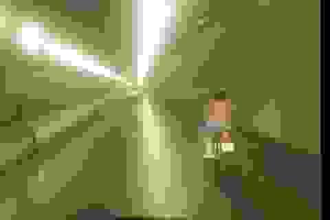 Người phụ nữ liều lĩnh đi xe máy trong hầm Hải Vân