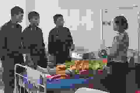 4 cảnh sát cơ động kịp thời hiến máu cứu nữ bệnh nhân bị tai nạn