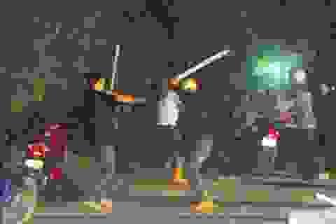 Thanh niên bị gần chục đối tượng đánh, chém gần đứt lìa tay trái