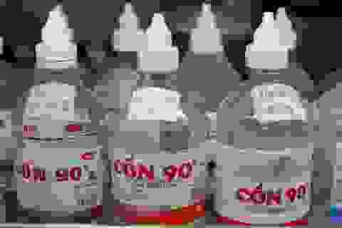 """Cảnh giác trước tình trạng methanol """"đội lốt"""" cồn sát trùng y tế"""