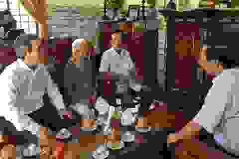 Đồng chí Nguyễn Văn Bình thăm, tặng quà gia đình Mẹ Việt Nam Anh hùng