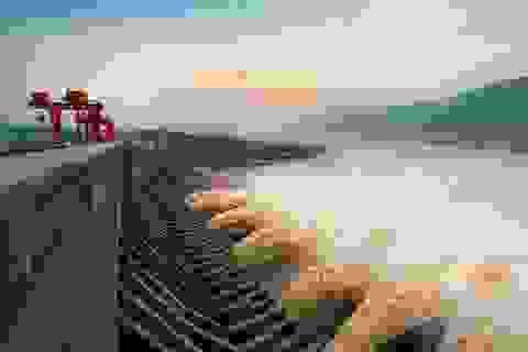 """Trung Quốc bác tin đập Tam Hiệp """"biến dạng"""" vì mưa lũ"""