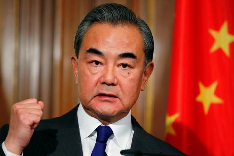 """Ngoại trưởng Trung Quốc nói Mỹ """"mất trí"""""""