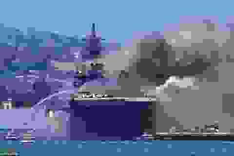 Chiến hạm tỷ USD Mỹ cháy biến dạng sau hơn 4 ngày hỏa hoạn