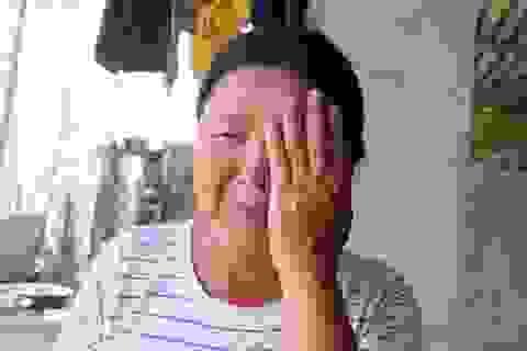 Nhói lòng cảnh vợ tàn tật nghẹn ngào cầu xin giúp chồng được phẫu thuật