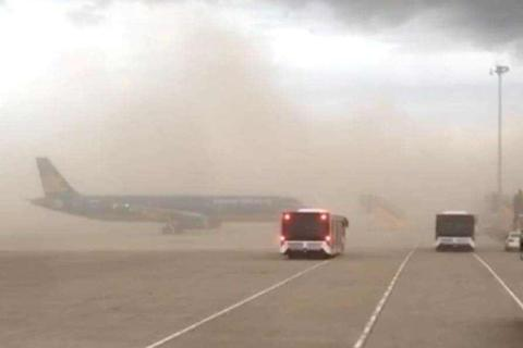 """Tạm dừng thi công nhà ga sân bay Phú Bài vì """"đám mây bụi"""" khổng lồ"""