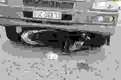 Mẹ và con trai tử nạn dưới gầm xe tải