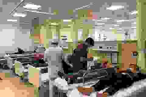 Hơn 100 công nhân nhập viện cấp cứu sau bữa cơm tăng ca đêm