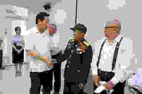 Bộ trưởng Bộ LĐ-TB&XH thăm và tặng quà cho người có công tại Đà Nẵng