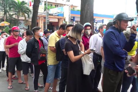 Người hâm mộ TPHCM lên cơn sốt với cuộc so tài Công Phượng – Quang Hải