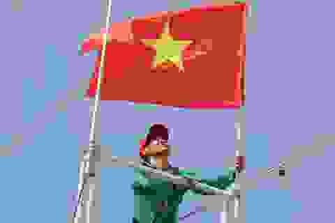 Quân chủng Hải quân trao tặng cờ Tổ quốc cho ngư dân