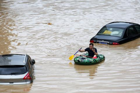 Những con số về đợt mưa lũ hiếm gặp tại Trung Quốc