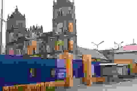 Nghiêm cấm người lạ ra vào khi đang hạ giải nhà thờ Bùi Chu