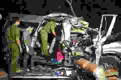 """Hiện trường vụ xe khách """"đấu đầu"""" xe tải khiến 8 người chết ở Bình Thuận"""