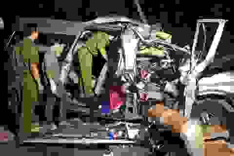 Vụ tai nạn 8 người chết ở Bình Thuận: Chưa rõ ai lái xe khách!