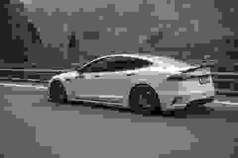 Tesla cố tình lập lờ về khả năng tự lái của xe?