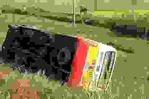 Xe buýt lật nhào, nhiều hành khách bị thương nhẹ