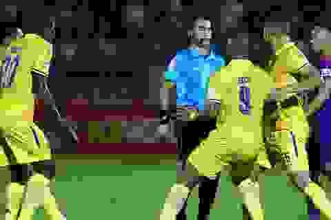 Vì sao các trọng tài liên tục mắc sai lầm ở V-League?