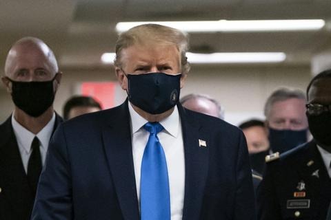 """Ông Trump bất ngờ nói đeo khẩu trang là """"yêu nước"""""""