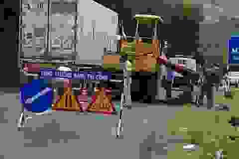 Nam công nhân làm đường bị xe lu cán tử vong