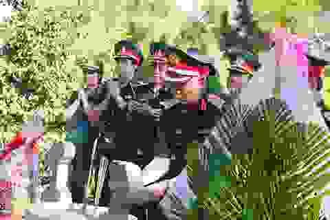 Đoàn công tác Quân khu 4 dâng hương, viếng mộ Đại tướng Võ Nguyên Giáp