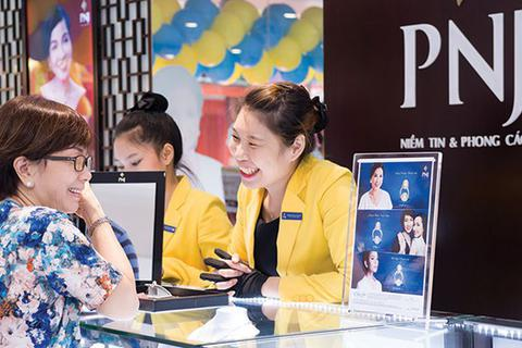 """""""Đế chế vàng bạc"""" của bà Cao Thị Ngọc Dung sụt lãi hơn 80%"""