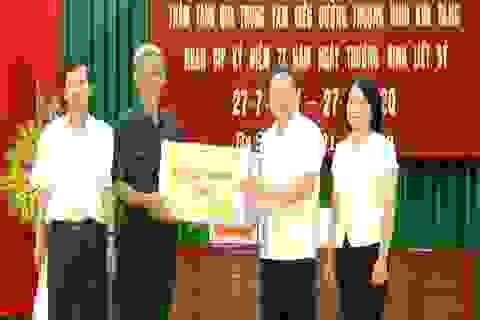 Thứ trưởng Lê Văn Thanh thăm, tặng quà các thương, bệnh binh tại Hà Nam