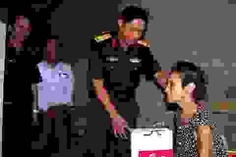 Bộ đội tặng quà cho các đối tượng chính sách, người có công với cách mạng