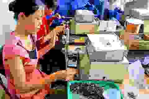 Mô hình gia công linh kiện điện tử giúp nhiều phụ nữ nông thôn thoát nghèo