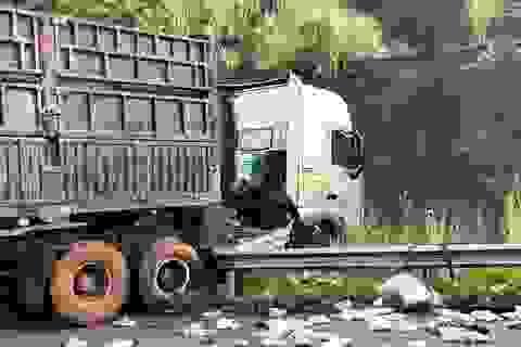 """Xe đầu kéo """"đấu đầu"""" xe tải trên cao tốc Nội Bài - Lào Cai, 2 người tử vong"""